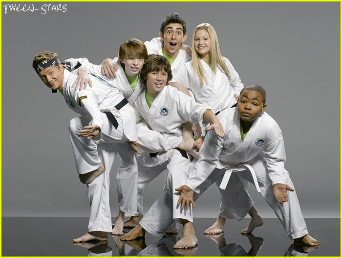 Olivia Holt Feet http://tween-stars.blogspot.com/2011/06/kickin-it-barefoot-cast-with-leo-howard.html