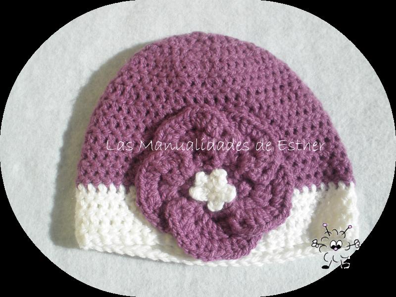 gorro de lana morado con flor tejido a crochet