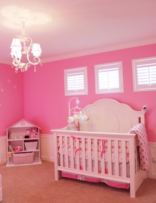 Exemplo Da Decoração De Um Quarto De Bebé Menina Em Cor De Rosa
