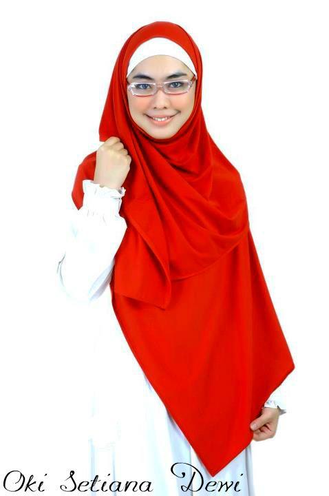 Baju Muslim Oki Setiana Dewi