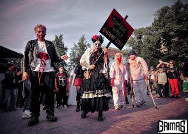 Ari Savonen & Minna Koivula @ Zombie Walk Tampere 2013 (järjestäjät/juontajat).