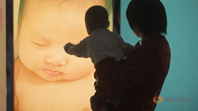 China ends one-child policy: Xinhua
