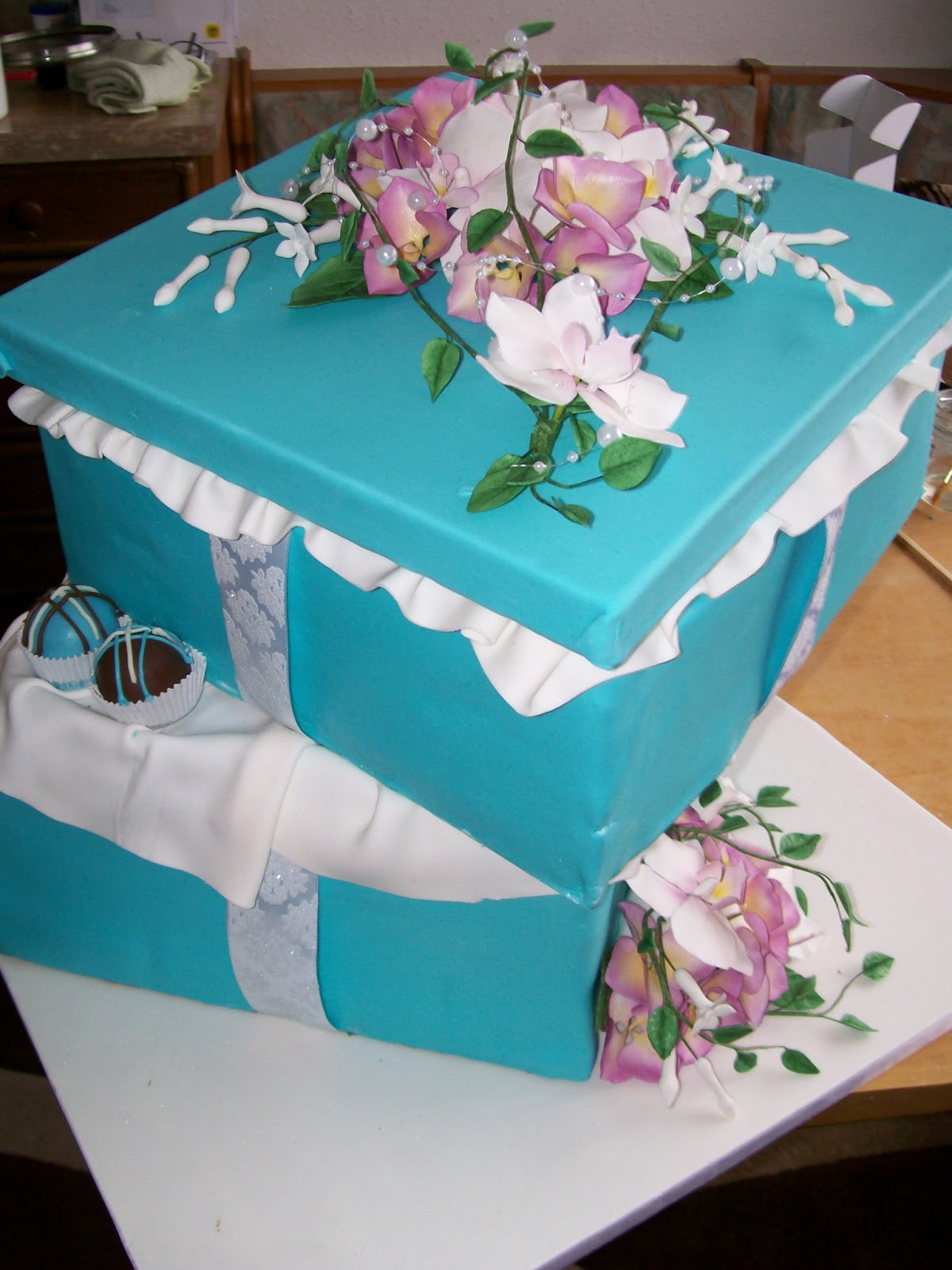 cake attack vienna f hst ck bei tiffanys eine torte in der schachtel. Black Bedroom Furniture Sets. Home Design Ideas