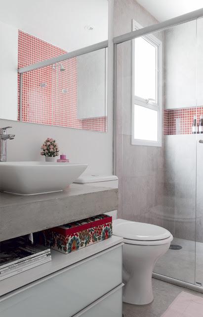 Eu moraria aqui 19 banheiros pequenos  dos mais simples aos rebuscados! -> Decoracao De Banheiro Com Pastilhas Vermelhas