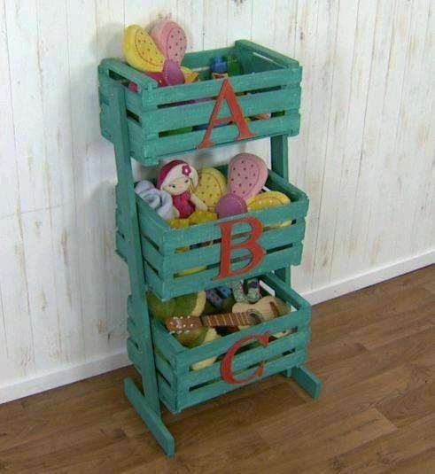 Reutiliza cajas rejas cajones de madera el detalle que hace la - Mueble organizador de juguetes ...