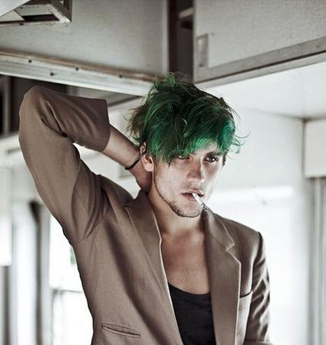 warna rambut hijau untuk pria yang keren