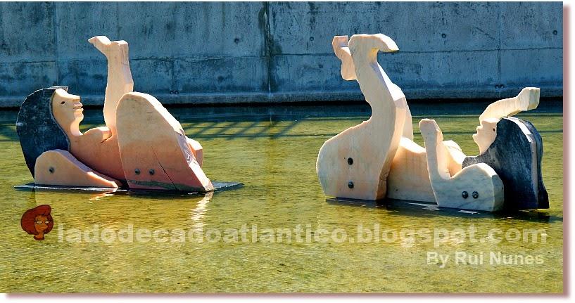 Detalhe do conjunto de esculturas de figuras femininas em pedra mármore, obra de João Cutileiro, que evocam as Tágides, figuras míticas Camonianas, Parque das Nações, Lisboa, Portugal
