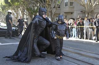 Batkid ayuda a Batman a proteger la ciudad de San Francisco
