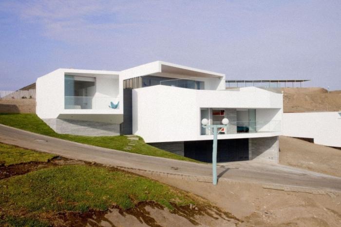 Hogares frescos casa moderna de vol menes con vistas al for Casas modernas junto al mar