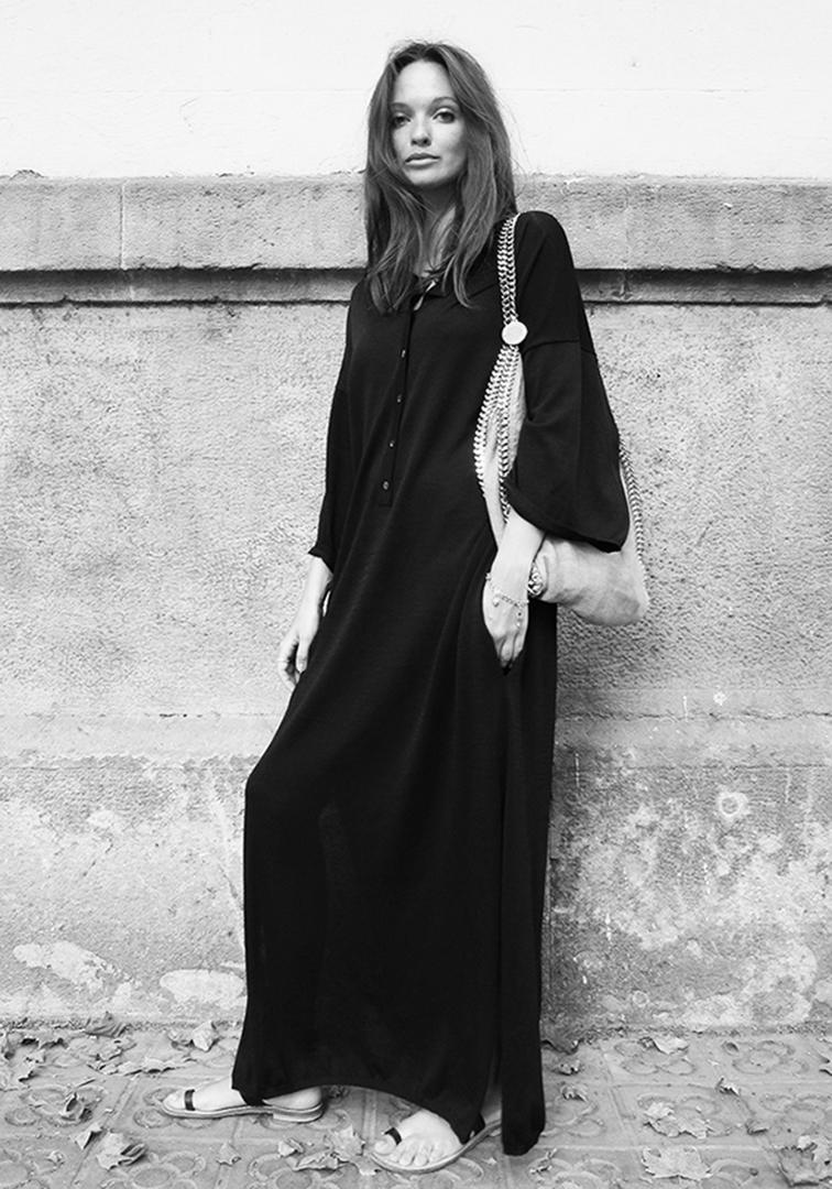 Columbine Smille resort wear, Dress from Totême, sandals made in Positano, bag from Stella McCartney