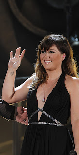 Kelly Clarkson with slightly better hair