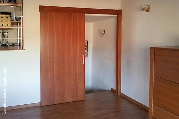 Fusteria y ebanisteria cano puerta corredera en madera for Puerta corredera interior madera
