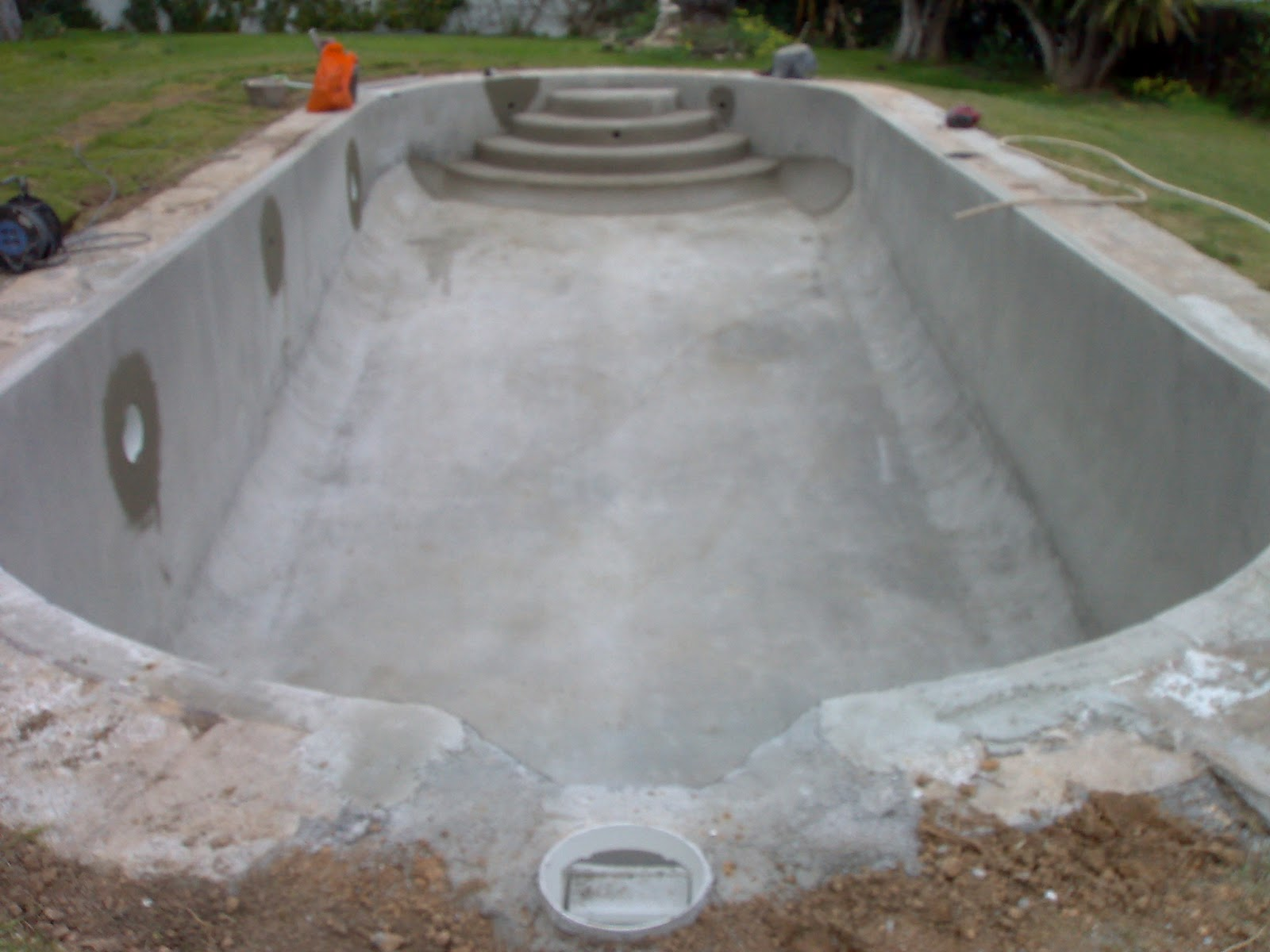 La piscina en un blog aver as de una piscina for Como se construye una piscina de hormigon
