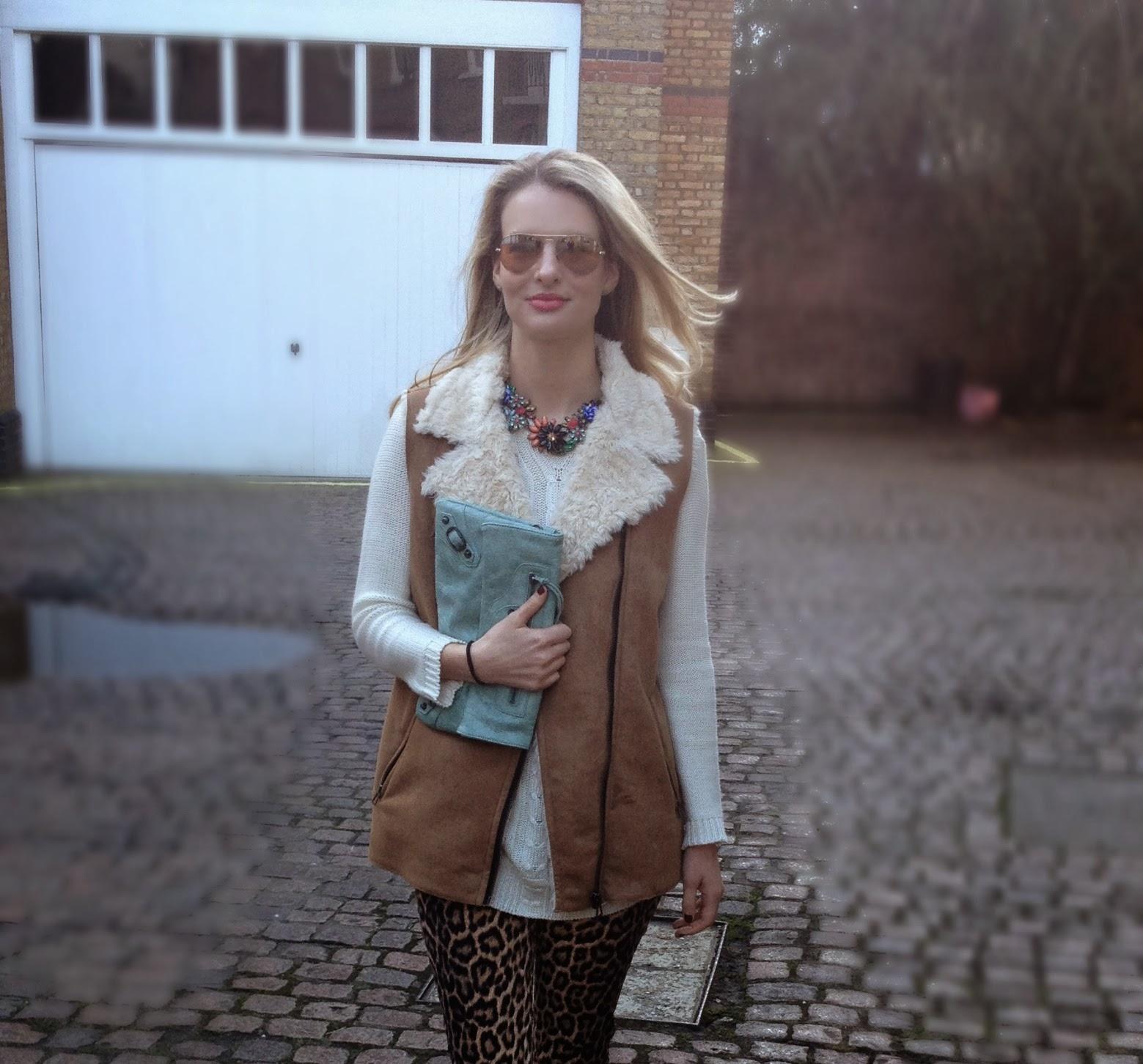 Street style, fashion blogger, chrissabella blog, leopard print pants, leopard print trousers, zara trousers, zara leopard print pants, balenciaga classic envelope, mint clutch, green clutch, balenciaga clutch