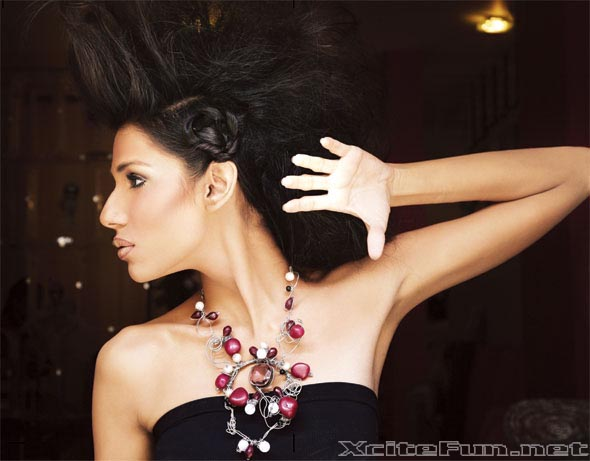 Fayeza Ansari Pakistani Model With Rivi Jewelry Photo Shoot