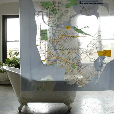 map-decor-in-the-bathroom