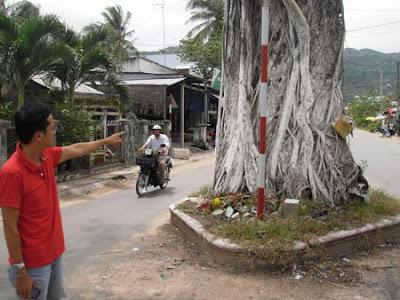 cay%2Bda%2Bona%2Bhon%2Bo%2Bkien%2Bgiang%2B02 Chuyện lạ có thật về oan hồn trong cây đa ở Kiên Giang