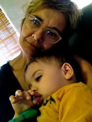 Soy tía abuela acunando a Lorenzo