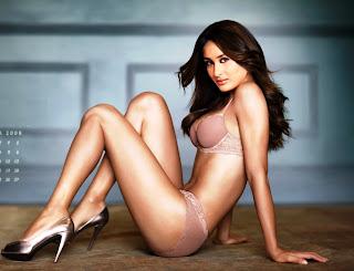 Kareena-Kapoor-Bikini-hot-images-1