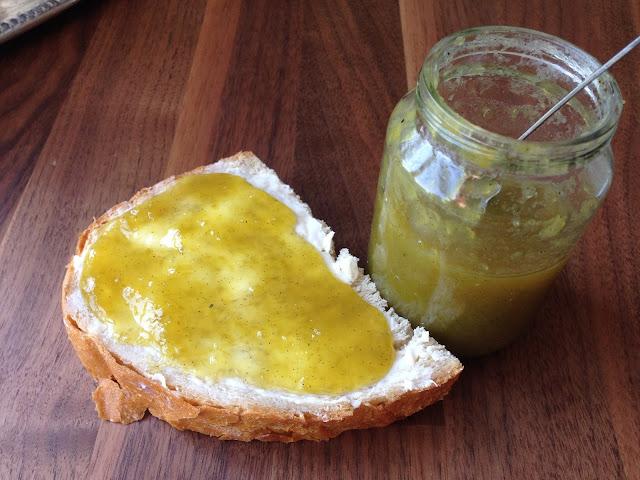 Zöld-paradicsom lekvár - vajas kenyérrel is finom