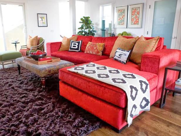 Comment canap s modulaires rouge peut tre un focus visuel for 2 canapes differents dans un salon