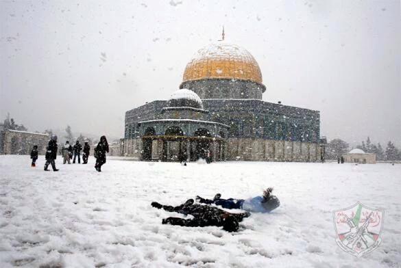 mesjid alaqsa palestina diserang yahudi israel bersaman turun salju