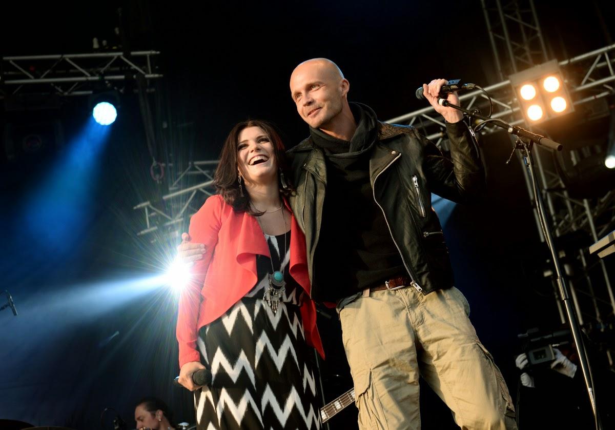 Suvi Teräsniska (feat. Juha Tapio) @ Iskelmä festivaali 26.6.2014   TIIA SANTAVIRTA