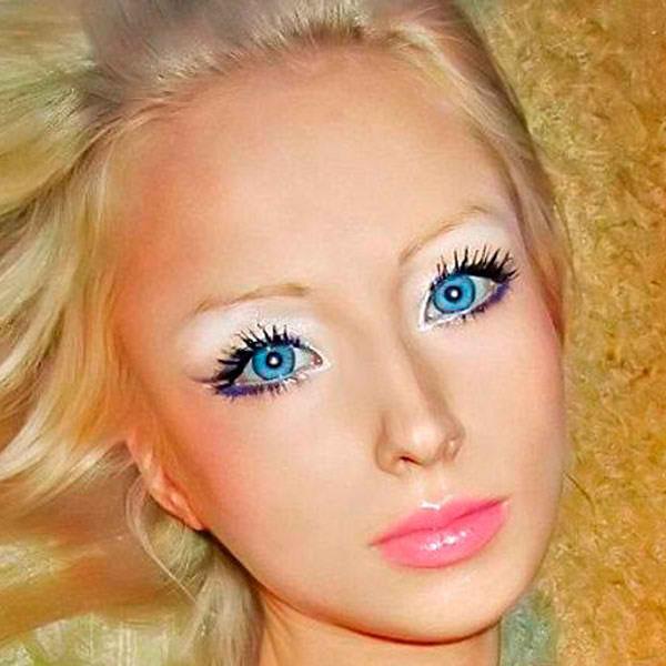 http://lacasadebonecas.blogspot.com/2013/05/valeria-lukyanova-barbie-humana.html