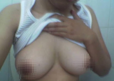 asian nude wearing glasses