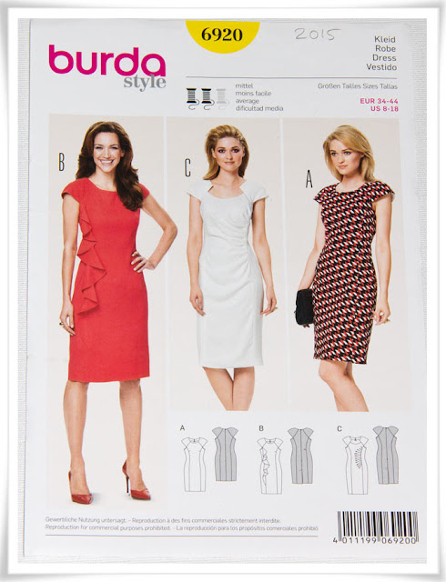 Symönster kort klänning i tre modeller
