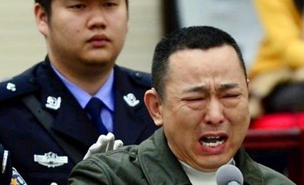 Beginilah wajahnya bos mafia kejam saat menangis sejadi-jadinya