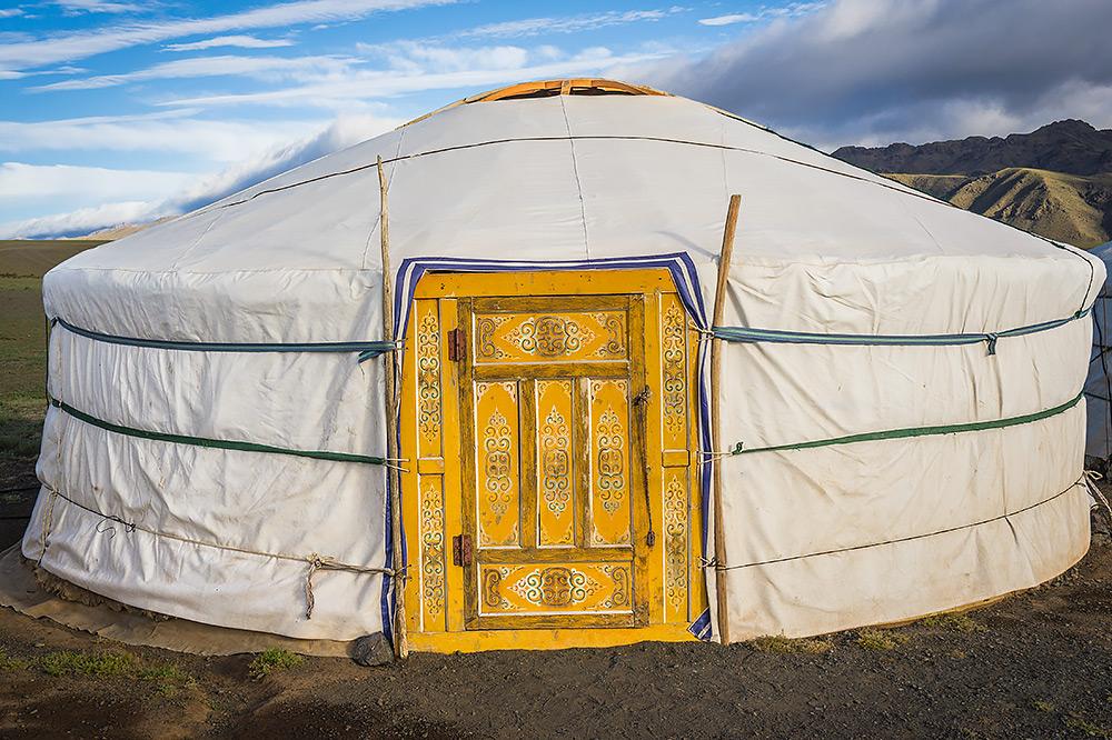 Mongolski ger na pustyni Gobi