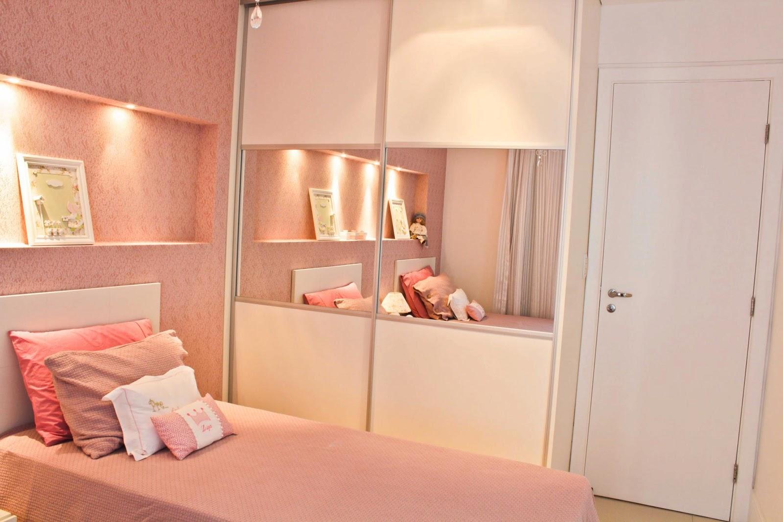 decoracao de interiores quartos femininos:Cores clássicas para o quarto de casal e foco nos detalhes: O livro