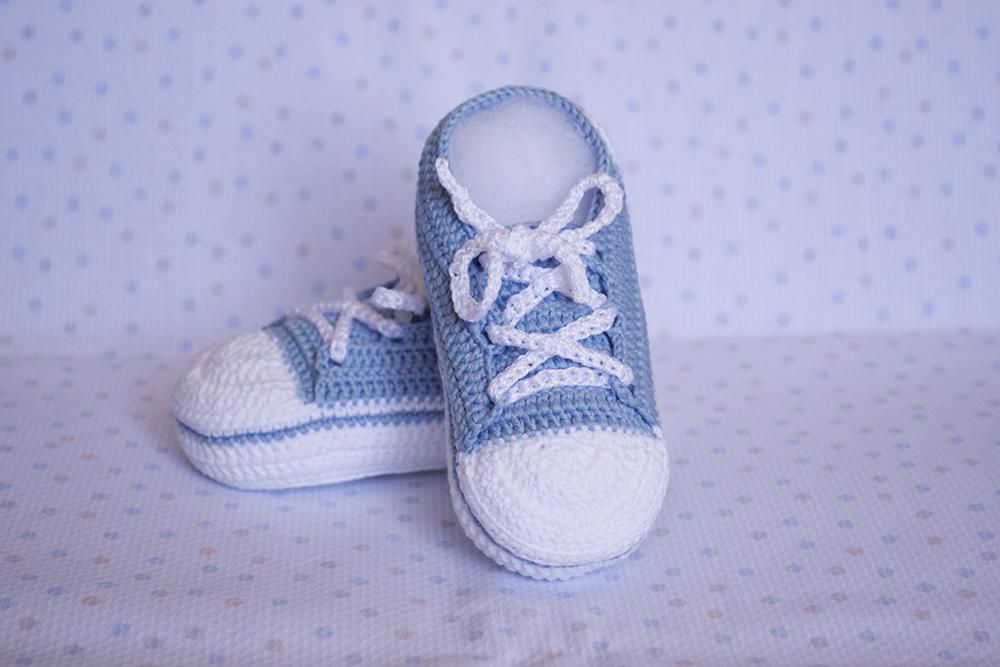 La aguja del Sur: Zapatillas celestes de ganchillo para bebé