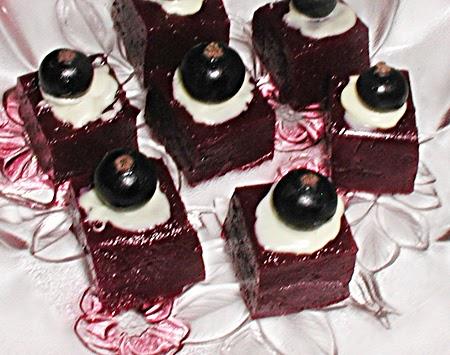 himmlische s igkeiten schwarze johannisbeeren konfekt. Black Bedroom Furniture Sets. Home Design Ideas