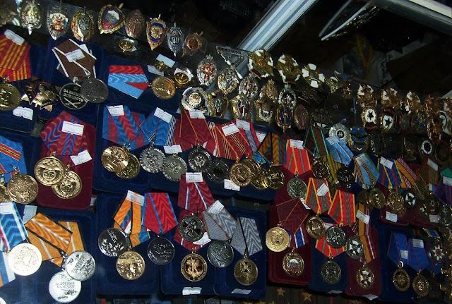 Медали на прилавке
