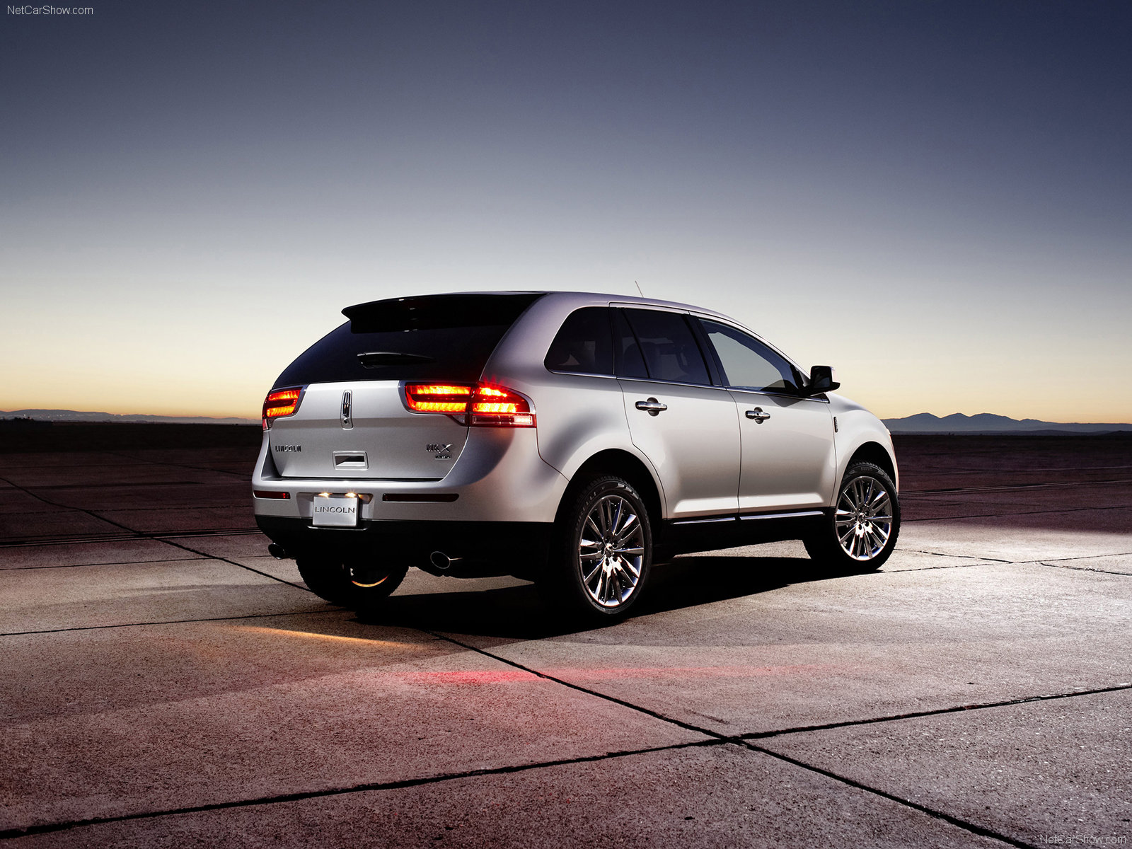 Hình ảnh xe ô tô Lincoln MKX 2011 & nội ngoại thất