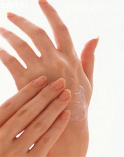 وصفة طبيعيّة و سهلة لتنعيم اليدين soft-hand1.png