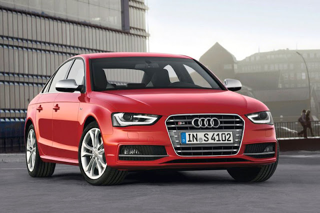 2013 Audi S4 Saloon Red Wallpaper