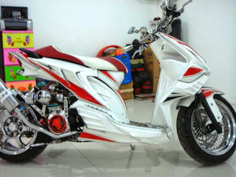 Modifikasi Honda Beat warna putih
