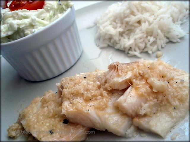 halibut w sezamie, kalarepa, surówka z kalarepy