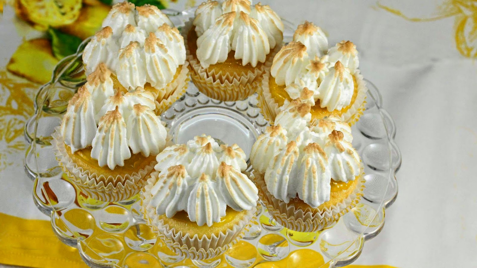 cakes-sweet-yellow-yummy-ice-cake