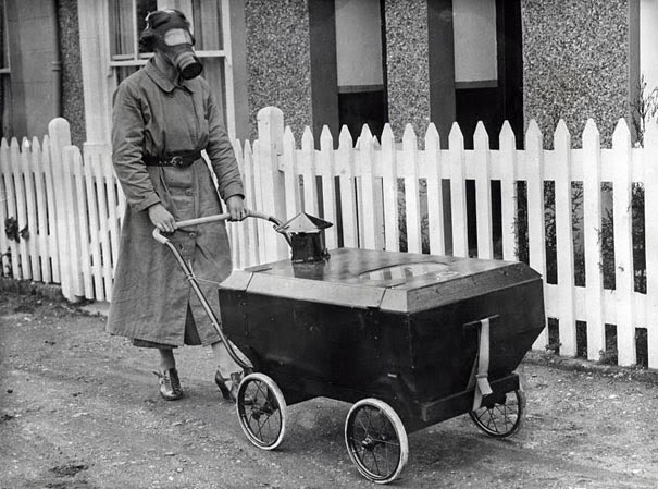 40 Must-See Photos Of The Past - Woman With A Gas-Resistant Pram, England, 1938
