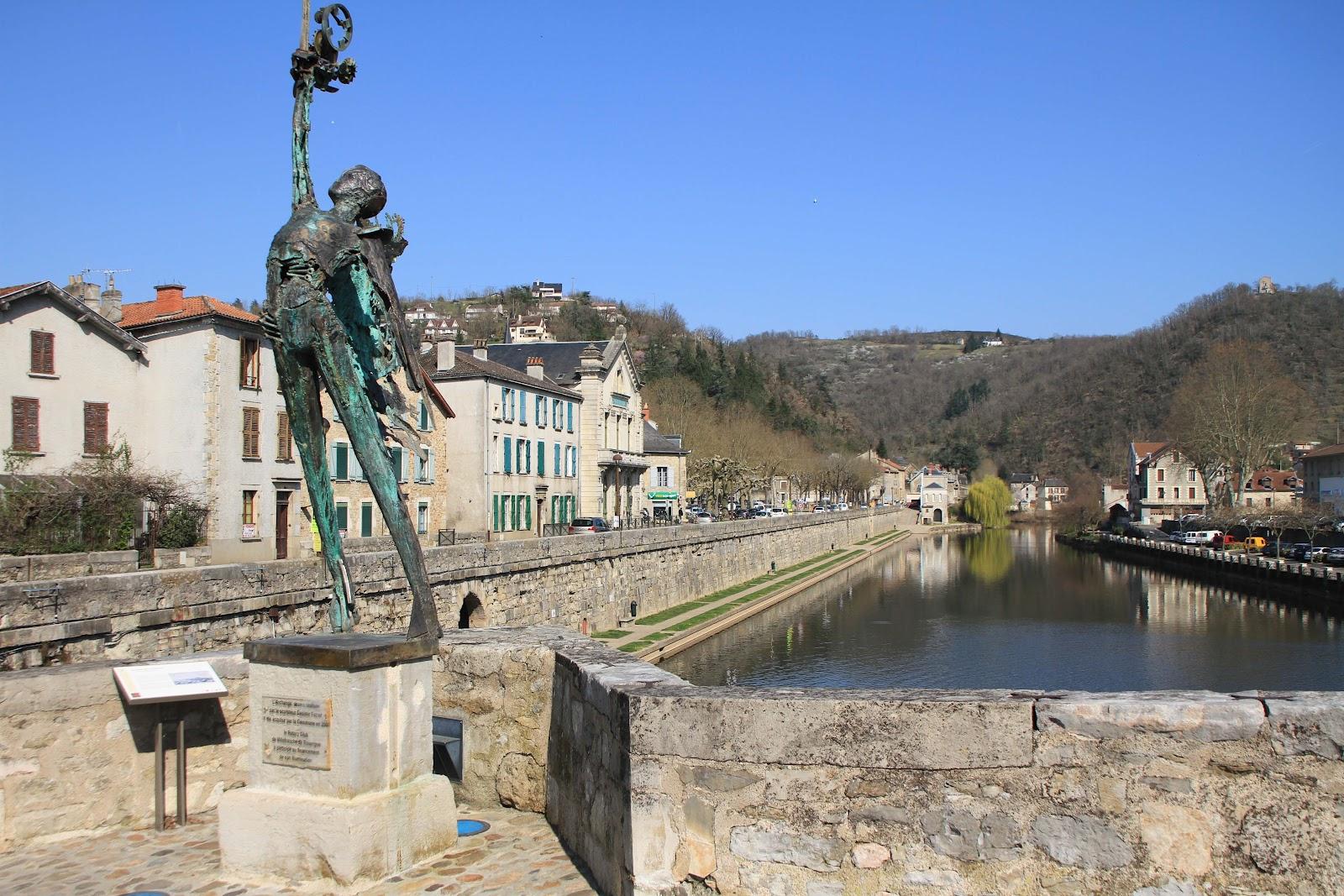 Gite en aveyron villefranche de rouergue for Aquilus piscine villefranche de rouergue