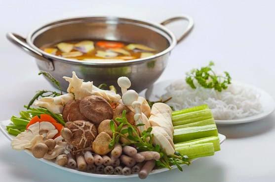 Cách làm món Lẩu gà nấm ngon