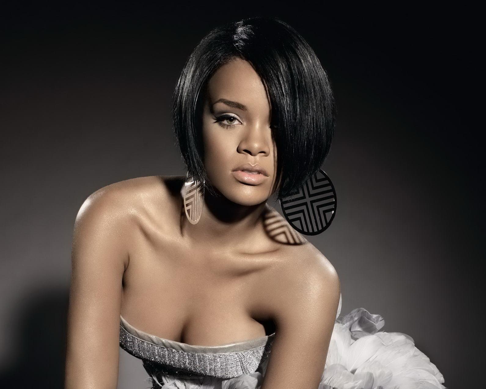 http://4.bp.blogspot.com/-Aal6J-AF4Mo/T4_rayjoacI/AAAAAAAAEQI/2mMY5ySjDmk/s1600/c063c_rihanna-hair-400a060707+%25281%2529.jpg