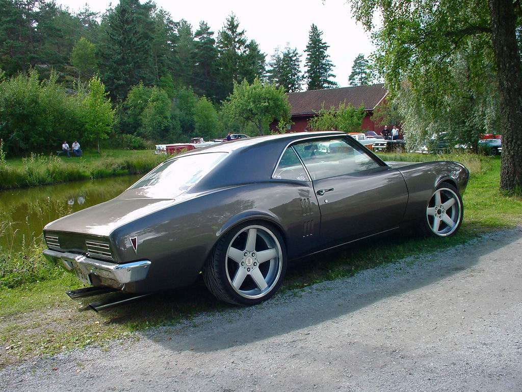 The Hottest Muscle Cars In the World: Pontiac 1968 Firebird Coupe ...