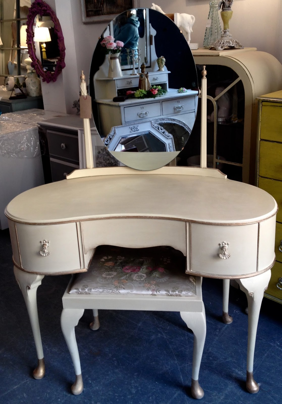 Chouchou vintage 1950s french style dressing table set painted in 1950s french style dressing table set painted in cream geotapseo Gallery