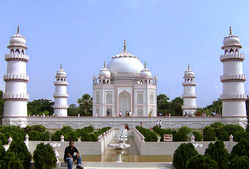 Taj Mahal Bangladesh is a scaled copy of the original Taj Mahal, it located 10 miles east of the Bangladeshi capital, Dhaka in Sonargaon.