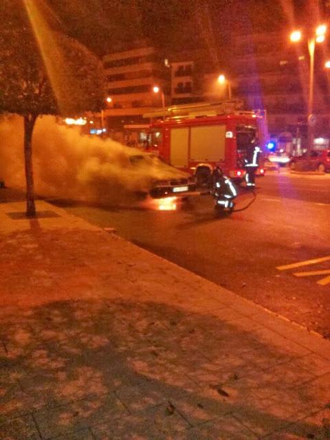 Bomberos de Béjar apagan el fuego en el coche